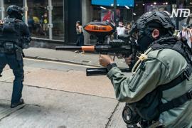 Полиция Гонконга снова разгоняла протестующих перцовым спреем