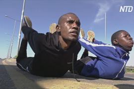 Спортзал под открытым небом: кенийцы тренируются рядом с шоссе