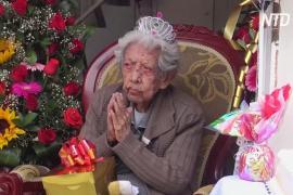 Полицейские поздравили со 110-летием колумбийскую долгожительницу