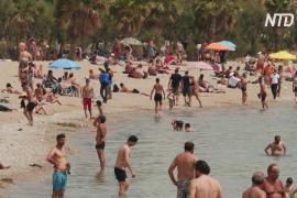 В Греции из-за сильной жары пляжи открыли раньше времени