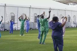 Нигерийские медики поют и танцуют для пациентов с COVID-19