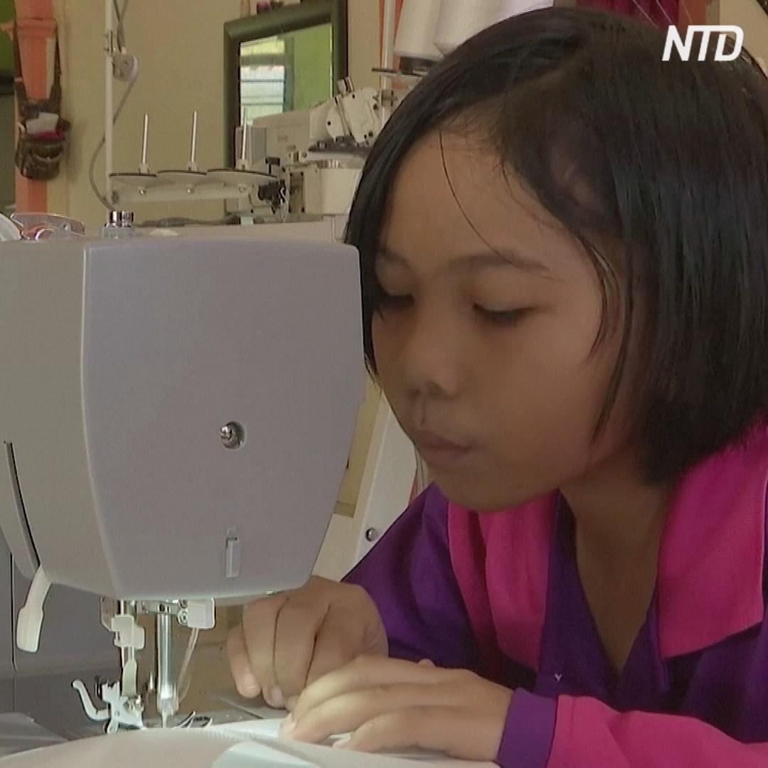 9-летняя девочка шьёт защитные халаты для медиков