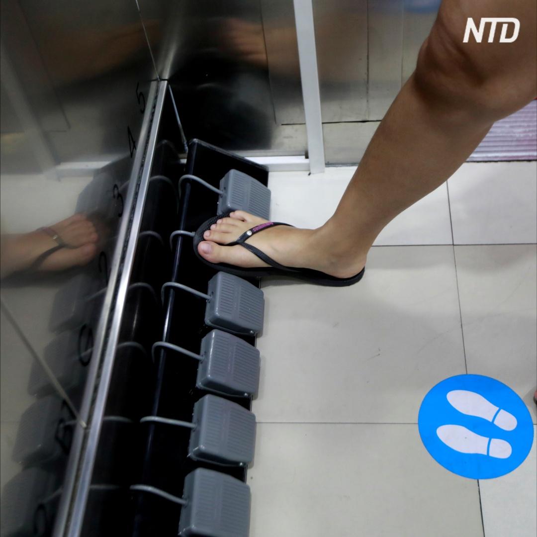 Лифт в торговом центре Бангкока теперь вызывают ногами
