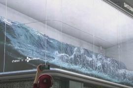 Виртуальные волны: в центре Сеула создали масштабную оптическую иллюзию