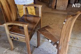 В Словении стулья, созданные для Мелании Трамп, ждут отправки в США