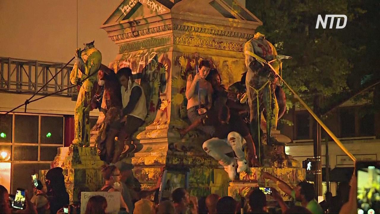 Протестующие в США разрисовывают и разрушают статуи Колумба