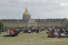 Парижане наслаждаются городом без туристов, но всё равно скучают по ним