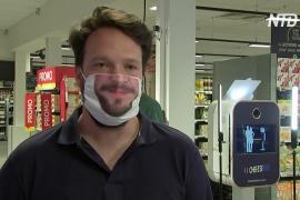«Улыбающаяся маска»: бельгиец решил «оживить» безликий аксессуар