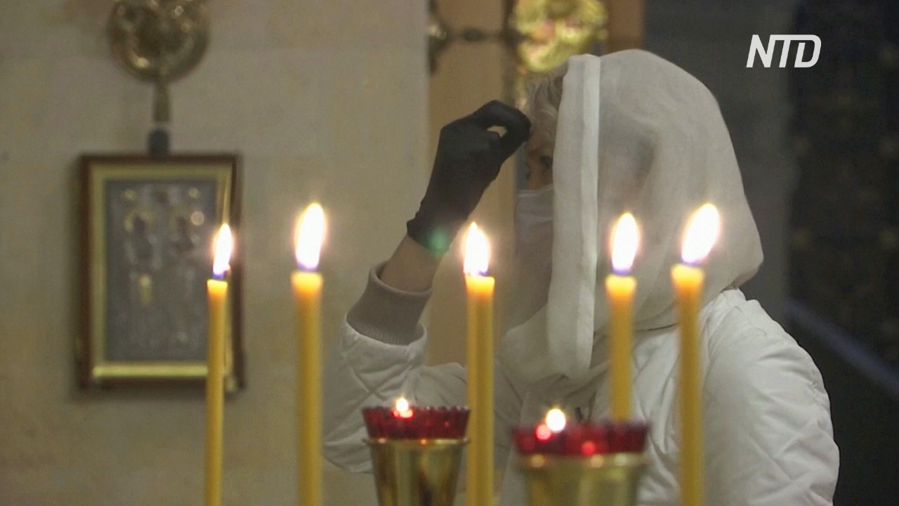В московских церквях прошли первые за два месяца богослужения