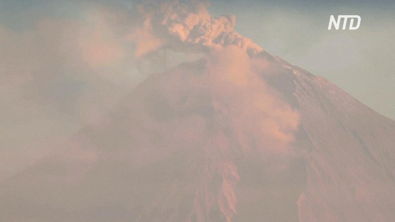 Эквадорский вулкан Сангай засыпал пеплом крупный город Гуаякиль
