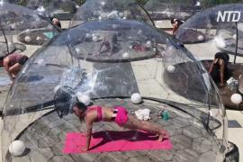 В Торонто установили прозрачные купола для занятий йогой