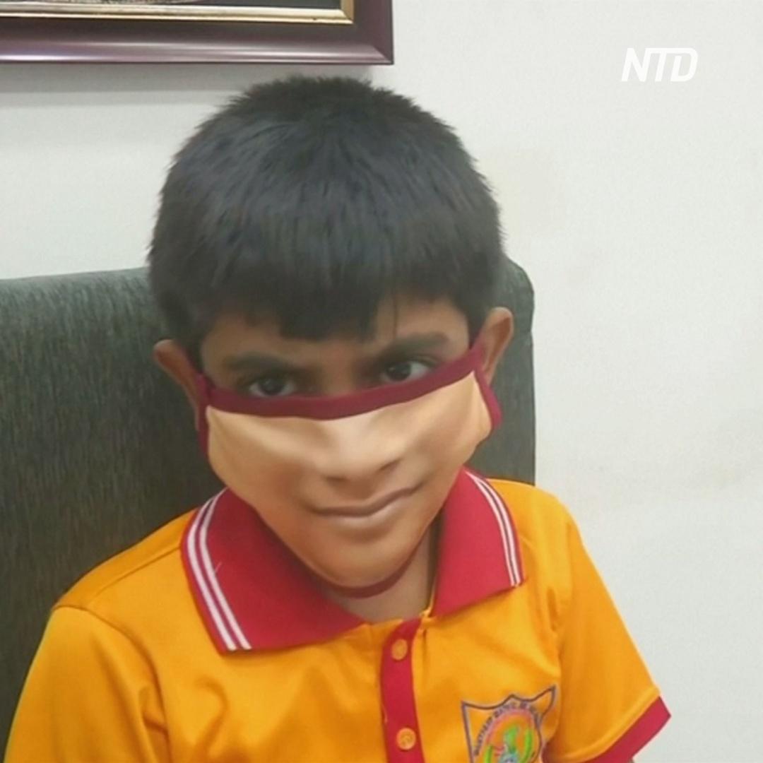 Новый тренд в Индии: пол-лица, напечатанные на маске