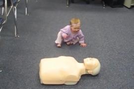 Какие навыки медсестры продемонстрировала малышка