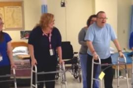 Мужчина придумал весёлый способ восстановить подвижность после инсульта