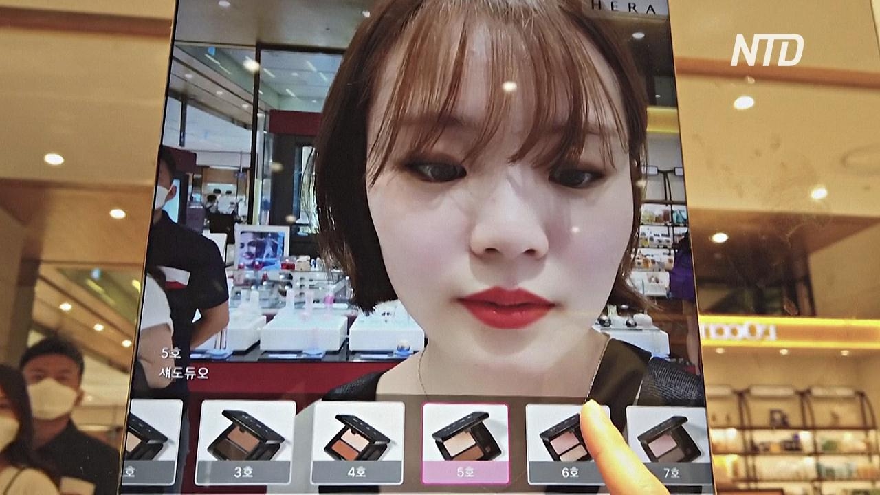 Зеркало дополненной реальности помогает выбрать косметику в супермаркете Сеула