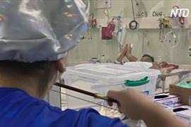 Медсестра играет коронавирусным пациентам на скрипке