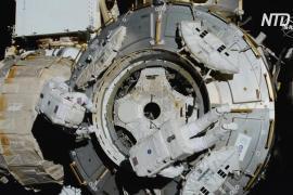 Роберт Бенкен и Крис Кэссиди совершили выход в открытый космос