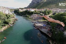 Как в Мостаре прыгали с 24-метрового моста в ледяную реку