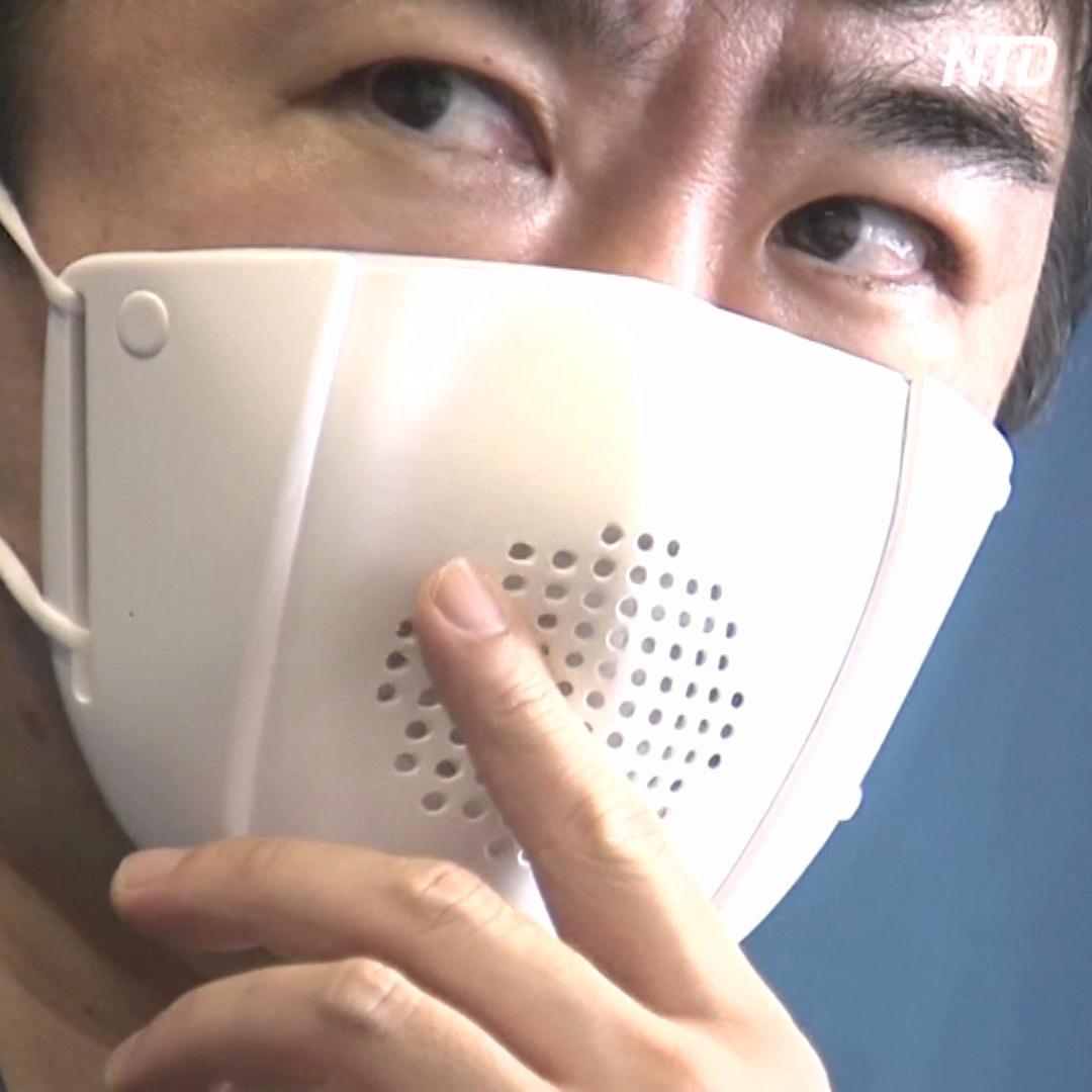 «Умная» маска умеет переводить речь на восемь языков