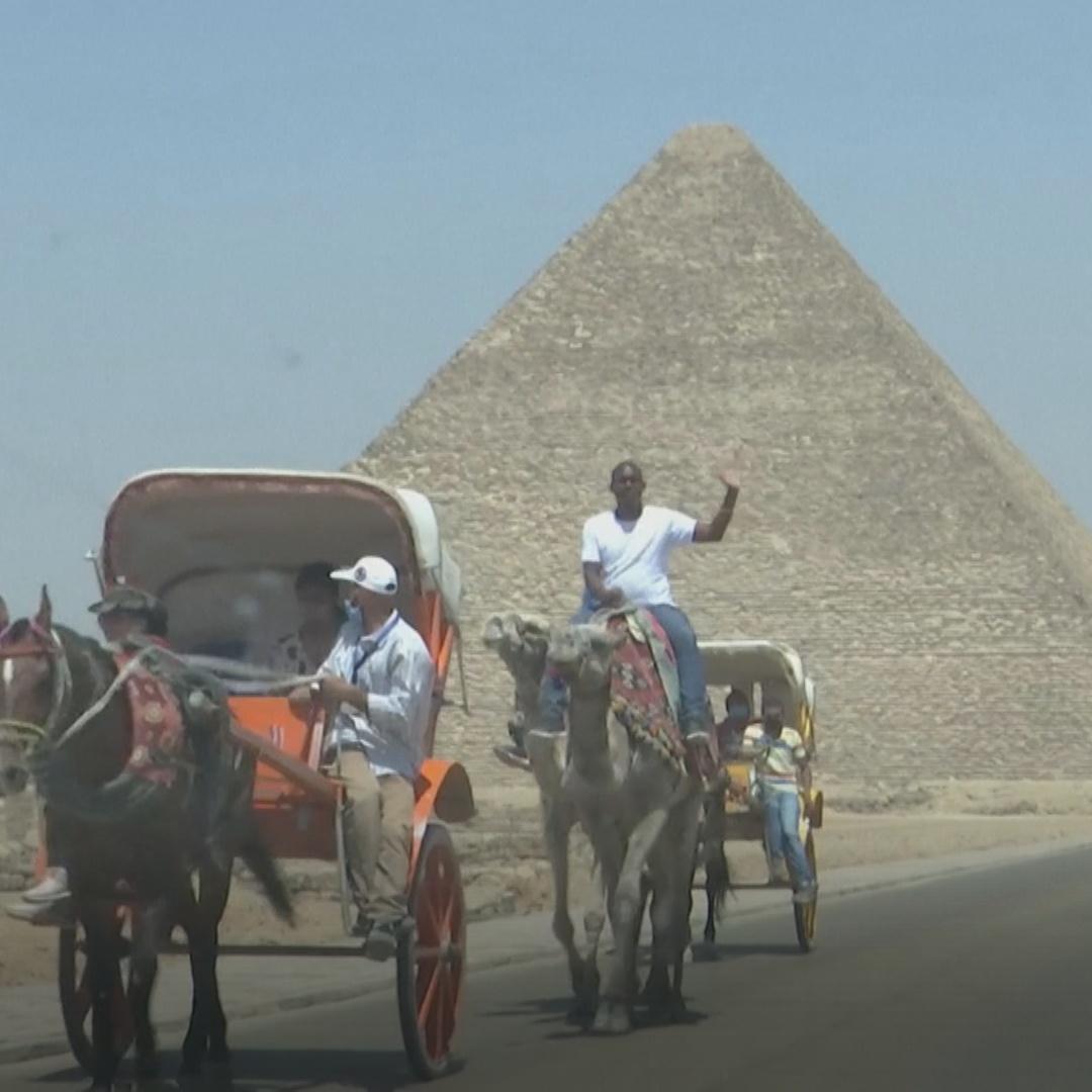 Египет восстановил международные авиаперелёты и открыл музеи