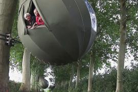 Поспать на дереве: в Бельгии из-за эпидемии отдыхают в коконах
