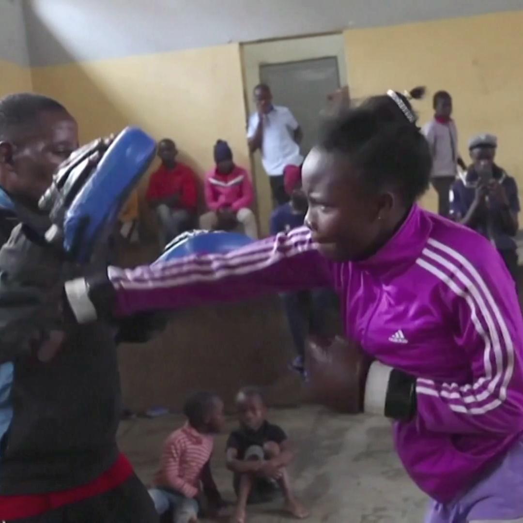 Юных жителей трущоб Кении учат боксу бесплатно