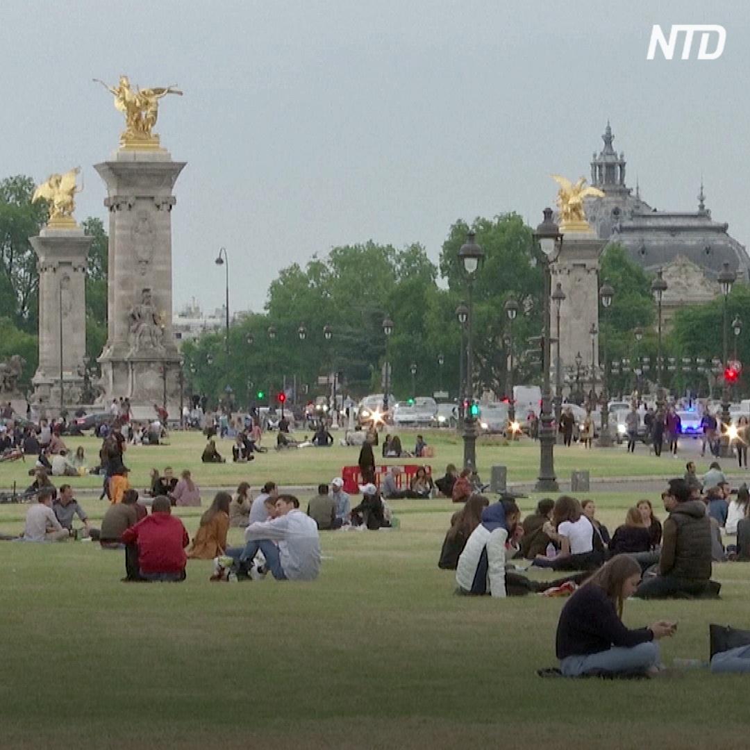 Парижане наслаждаются городом без туристов, но уже скучают по гостям