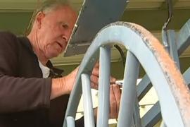 Сохранить историю австралиец хочет, восстанавливая 100-летние повозки