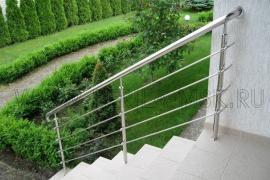 Изготовление и установка перил для лестниц загородного дома