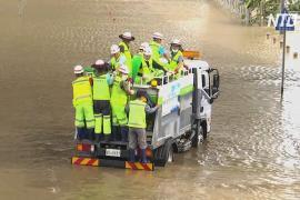 Люди бегут от наводнений в Южной Корее, есть жертвы