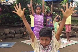 «Говорящая школа»: сельским детям в Индии включают аудиоуроки