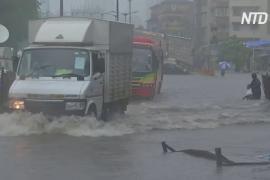 Наводнения в Индии добрались и до Мумбаи