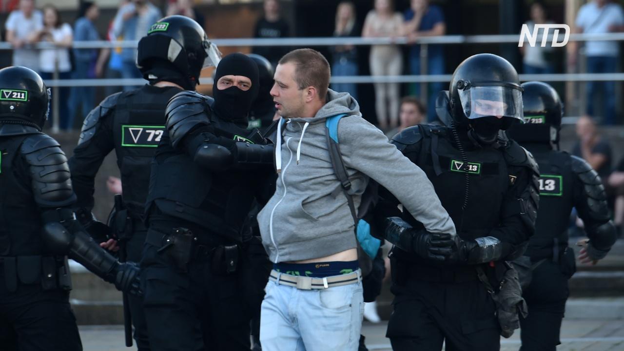 В Беларуси продолжаются протесты и стычки, а главная соперница Лукашенко бежала в Литву