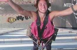 Селфи с щёткой: израильская мойщица окон стала звездой соцсетей