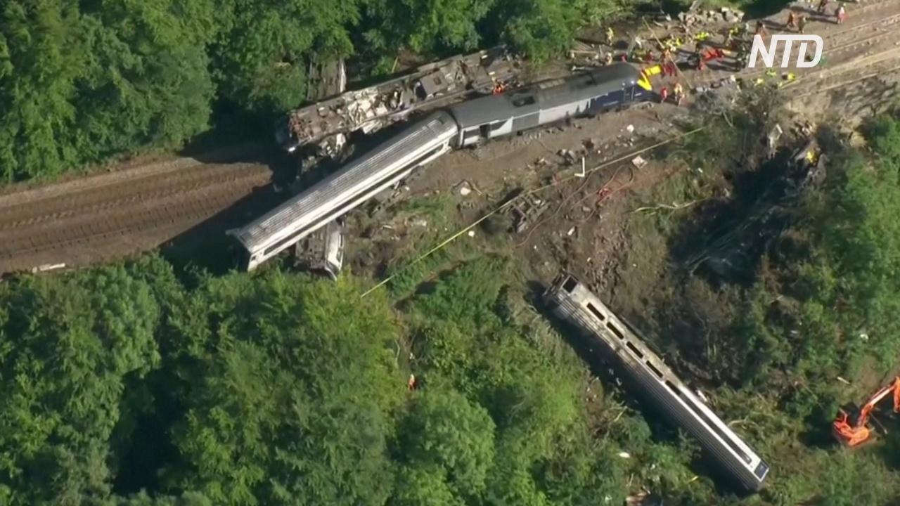 При крушении поезда в Шотландии погибли три человека