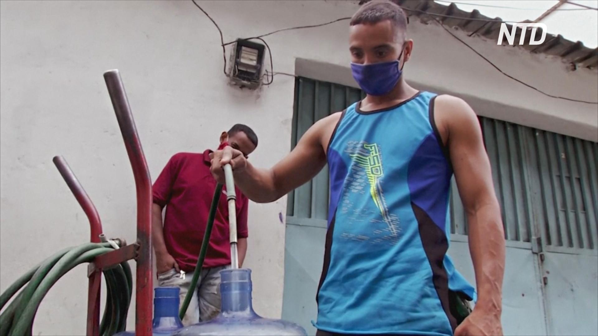 Кризис в Венесуэле: люди соорудили самодельный водопровод
