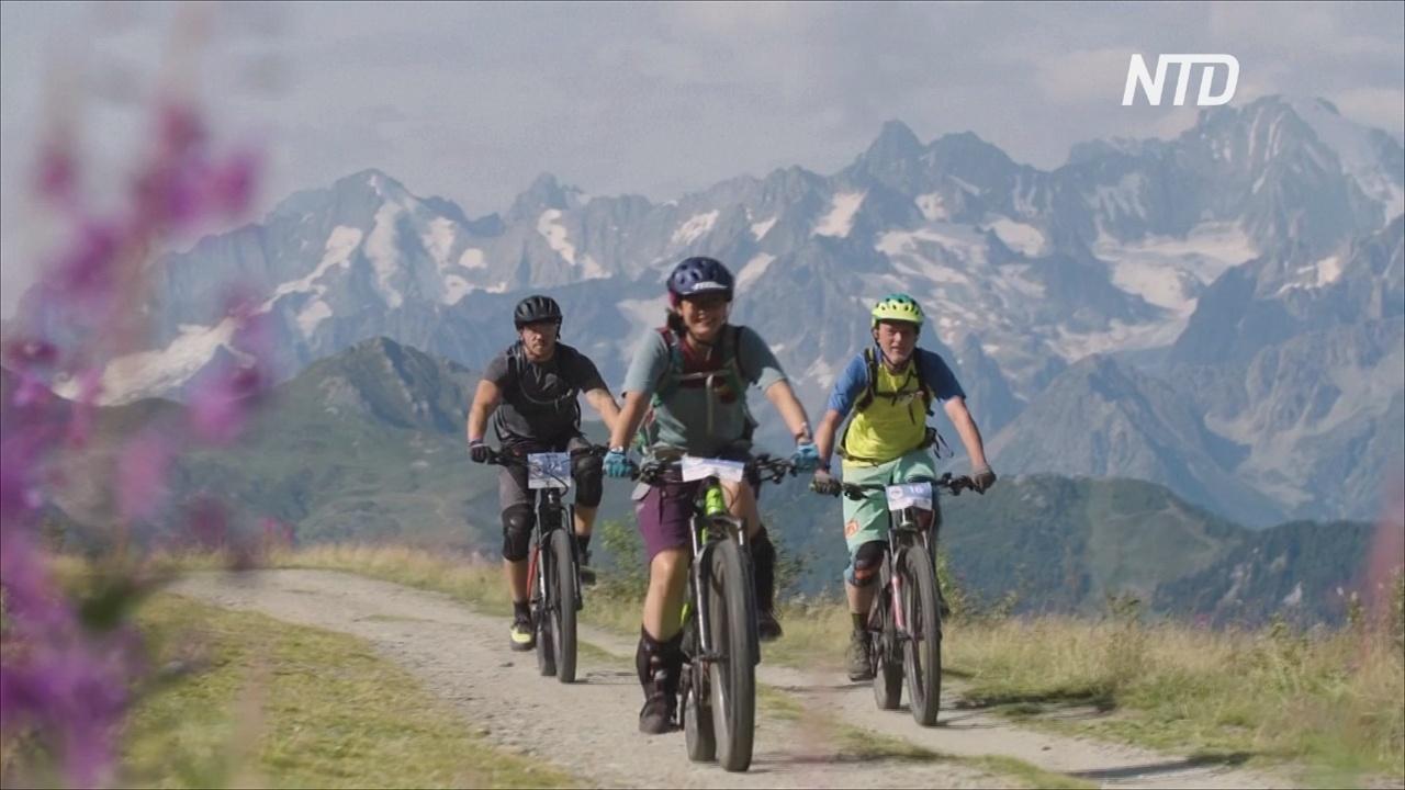 Велосипедисты на электробайках покорили швейцарские Альпы
