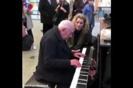 Дуэт актрисы и 91-летнего пианиста сорвал аплодисменты