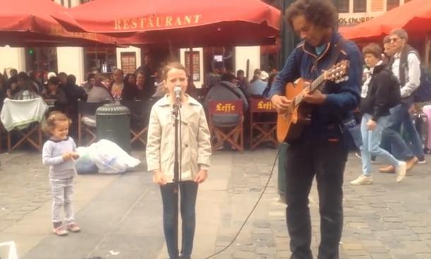 Девятилетняя девочка исполняет Ave Maria. Видео