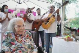 С музыкой и без COVID-19: как француженка отметила 104-й день рождения в доме престарелых
