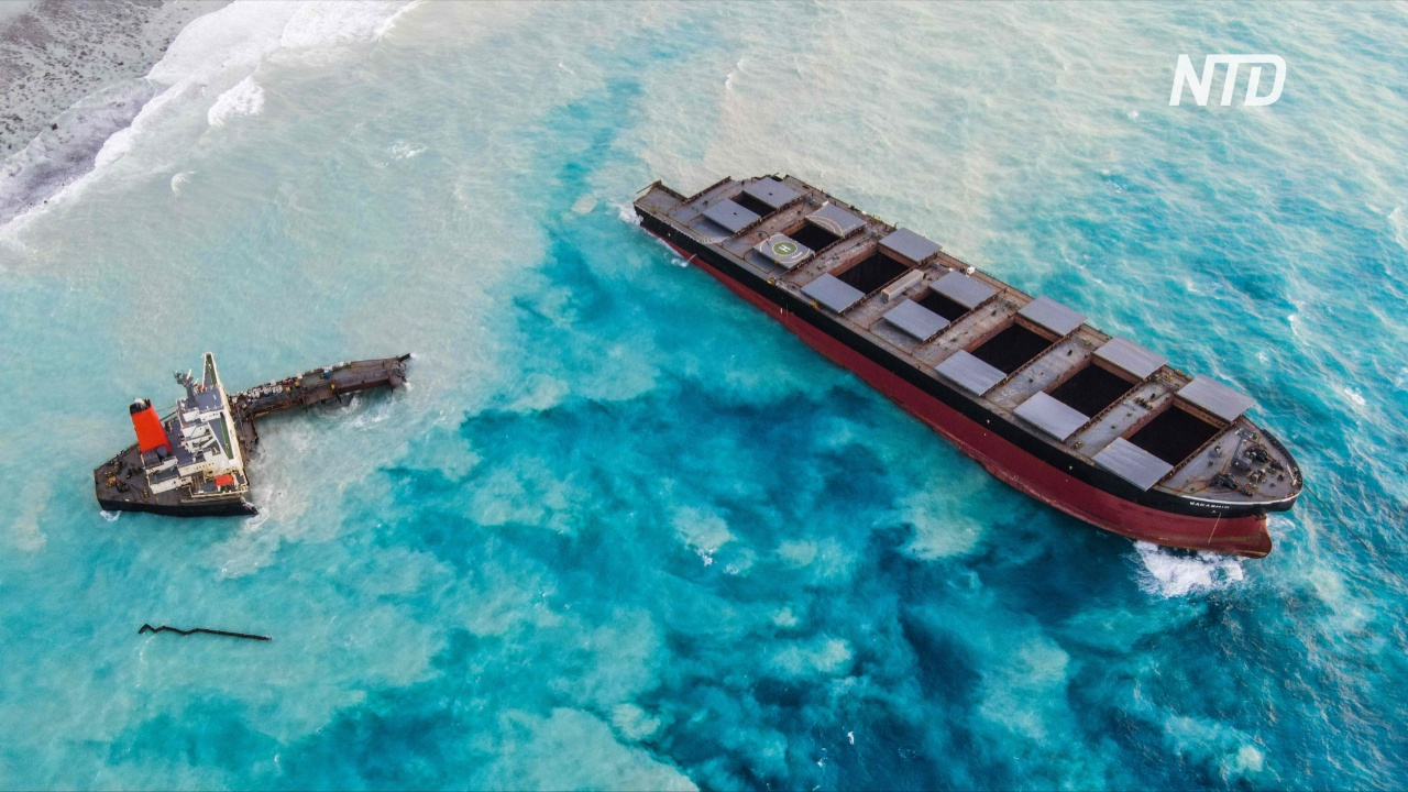 У Маврикия столкнулись буксир и баржа, доставлявшая нефть с японского танкера