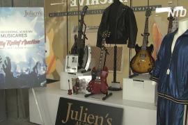 Костюмы Элтона Джона и Барбры Стрейзанд выставят на благотворительный аукцион