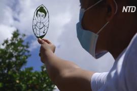 Филиппинка вырезает портреты на листьях деревьев