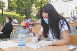 Полтора миллиона абитуриентов Узбекистана сдают экзамены на улице