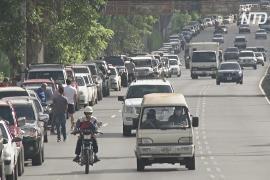 Венесуэльцы стоят за бензином по два дня