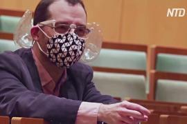 Дирижёр в Будапеште придумал акустическую маску с двумя пластиковыми ушками