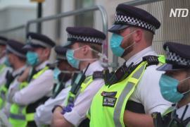Британский премьер призывает нацию соблюдать правила защиты от COVID-19