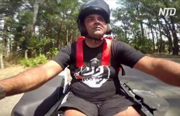 Бразильский курьер не позволяет инвалидности победить себя