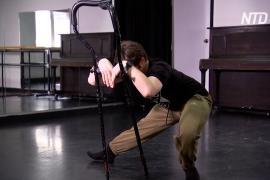 Австралиец с остеогенезом постоянно ломает кости, но продолжает танцевать