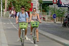 Пешеходы соперничают с велосипедистами за место на парижских улицах